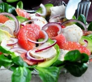 Салат с куриной грудкой, авокадо и грейпфрутом