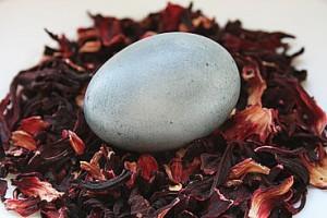Почему красить яйца чаем каркаде нельзя