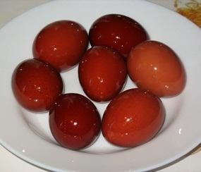 покраска яиц луковой шелухой