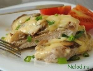 Отбивные из говядины с грибами и сыром