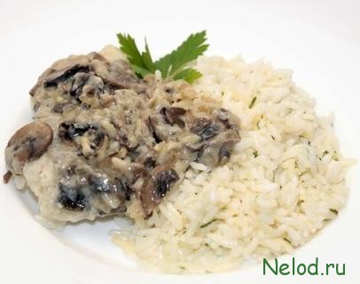 Вареный рис с грибным соусом