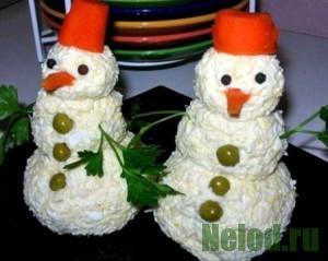 """Закуска """"Снеговики"""" из крабовых палочек с сыром"""