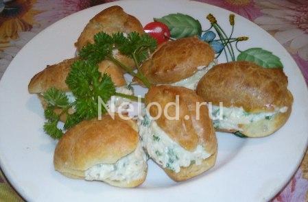 Профитроли с сыром и чесноком